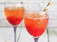 Десерт сорбе с ягоди, шампанско и портокал